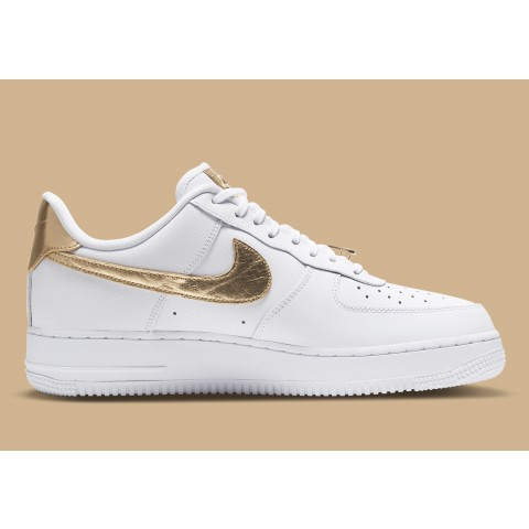 Nike Air Force 1 Low '07 LV8 Weiß/Gold DC2181-100